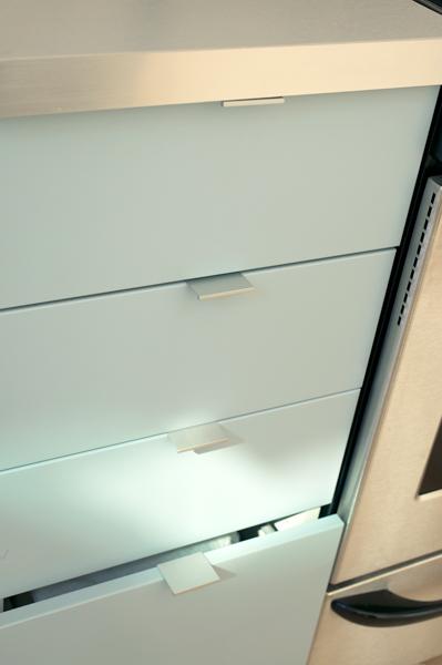 Atlas Homewares Hardware: A831-WG   Handle   High White Gloss ...